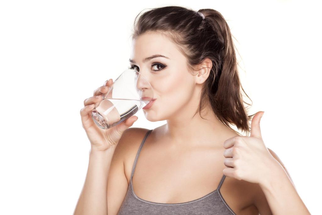bere-2-litri-di-acqua-al-giorno