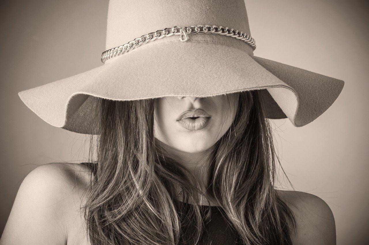 Curare la pelle del viso in estate